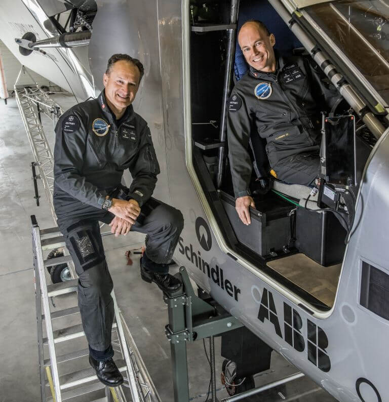 خلبان هواپیمای با انرژی خورشیدی
