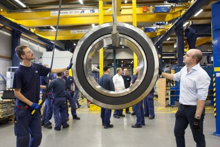 Largest-roller-bearing-skf